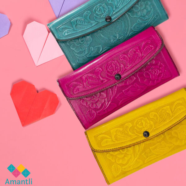 three-handmade-mexican-women-leather-wallets-gift-ideas-for-valentines-day-200118