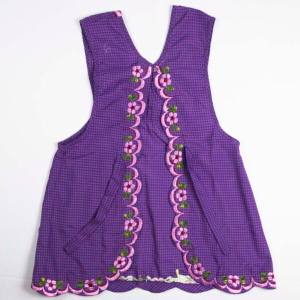 hand-embroidered-aprons-006